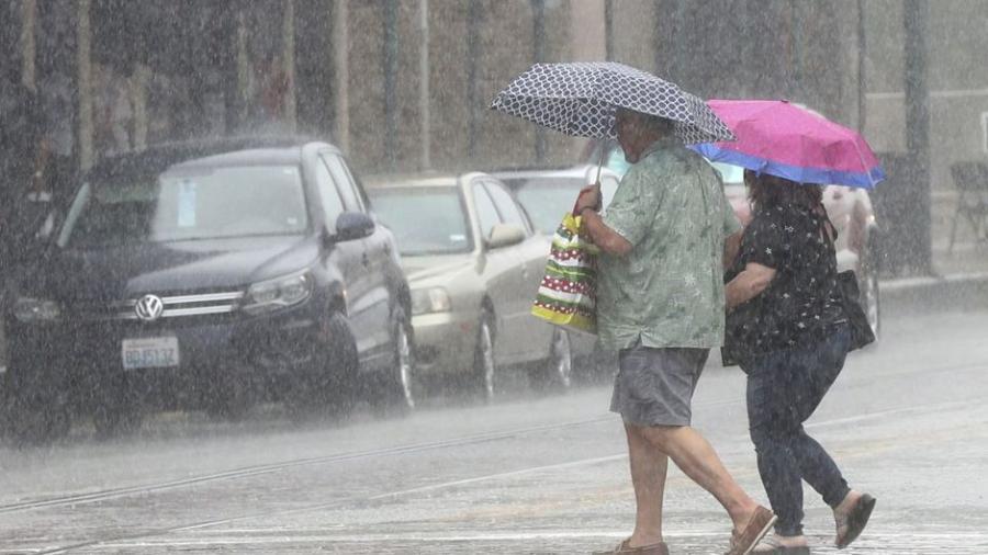 Imelda deja leves inundaciones en Texas