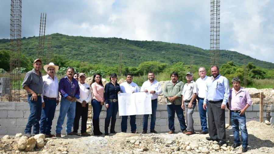Inician trabajos de construcción de la Sala de Extracción en Llera