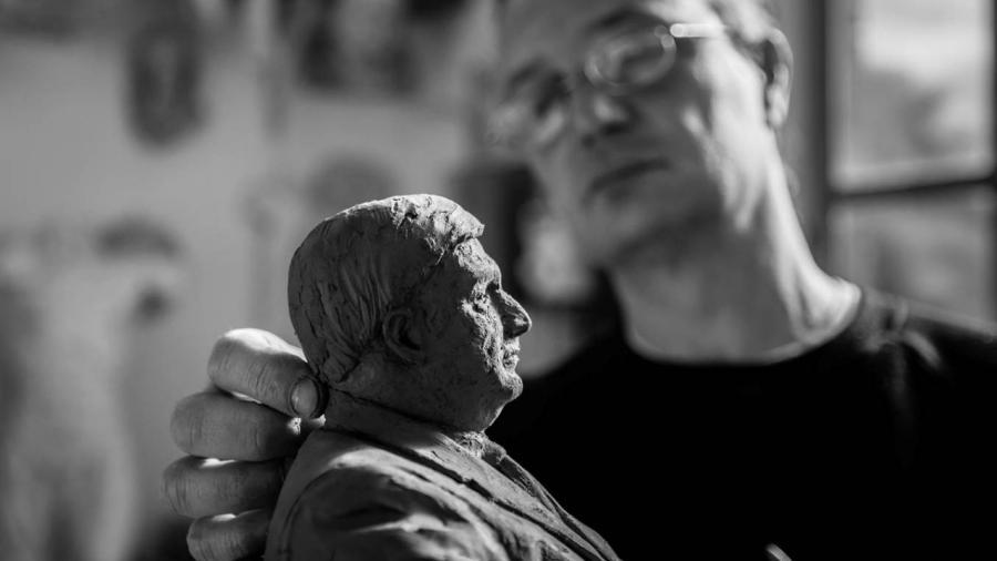 Escultura de migrantes la diseñará un italiano