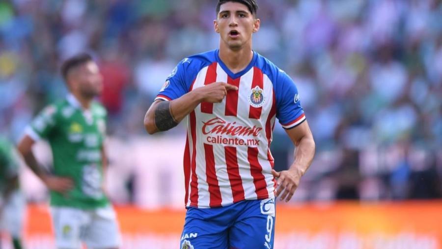 Chivas pone transferible a Alan Pulido