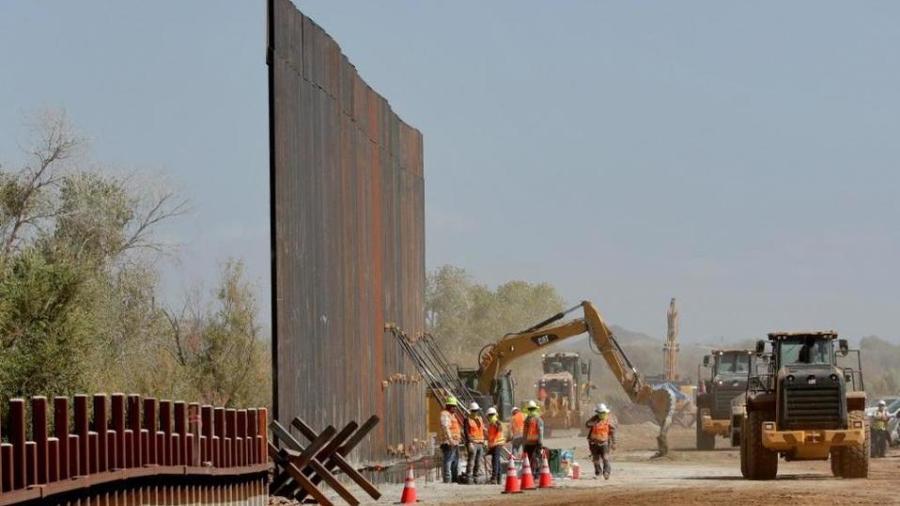EU suspende leyes de contratación para agilizar construcción del muro
