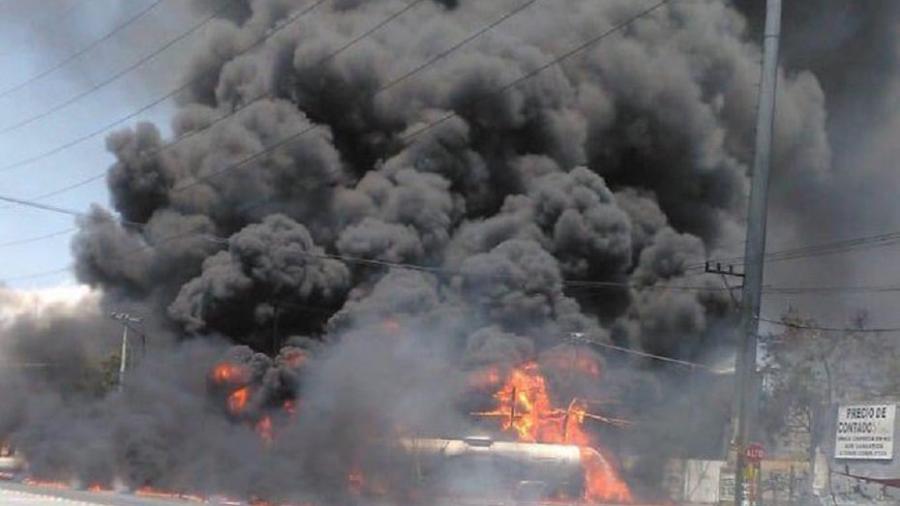 Pipa de gasolina explota en Nvo. León